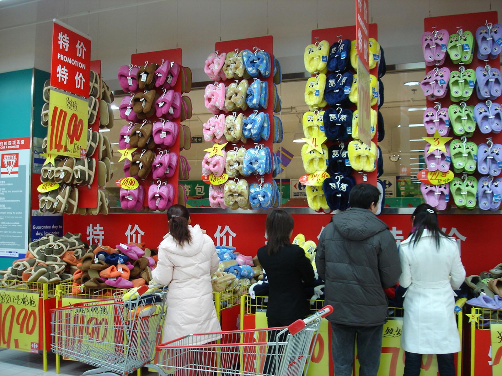 拖鞋陈列创意图图片 超市拖鞋陈列创意图片,拖鞋创意陈列图高清图片