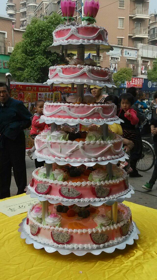 乐卖特购物广场周年庆蛋糕大派送