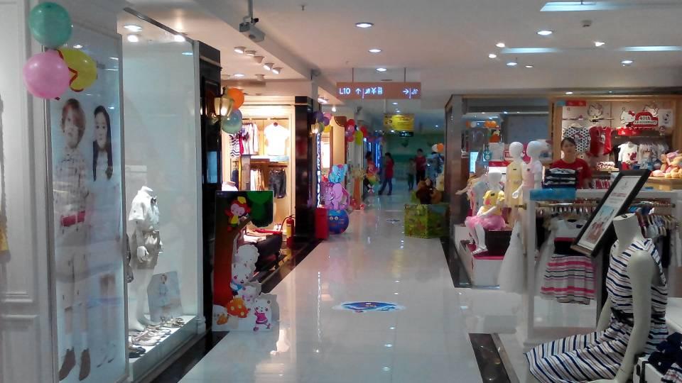 深圳东门茂业儿童节的氛围布置