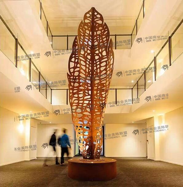 Lump雕塑工作室已经成为澳大利亚首屈一指的设计师团体和当代室外雕塑艺术的杰出创作者之一,Lump工作室专注于原创的当代艺术品设计和制作,他们与艺术家,设计师和建筑师合作,用实力成就了自己的独特风格,经他们之手精雕细琢的户外雕塑和建筑装置等作品几乎遍布澳大利亚的各个城市,城市艺术作品中最受人喜爱的就是利用金属激光切割所创作的雕塑,其功能覆盖了功能墙,花盆,灯光与照明等特点,让艺术品不仅仅只有艺术品这么简单,今天小编收集了五个与树叶有关的城市雕塑作品,一起欣赏下!