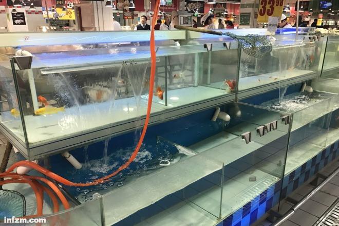 京深海鲜批发市场每天供应活鱼30吨,占全市活鱼供应量的30%,其中,海水